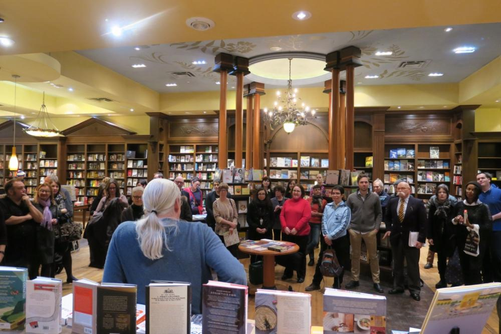 Ben McNally of Toronto's Ben McNally Bookstore meets with students.